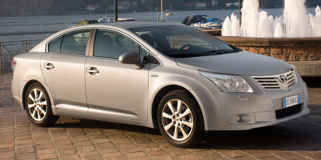 toyota avensis la berline familiale de toyota 4400 euros moins ch re auto moins. Black Bedroom Furniture Sets. Home Design Ideas