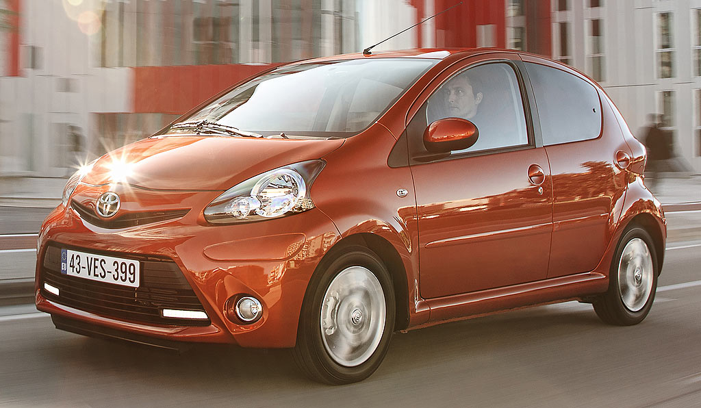 la toyota aygo 3 portes 1 0 l vvt i 6990 euros avec une reprise auto moins. Black Bedroom Furniture Sets. Home Design Ideas