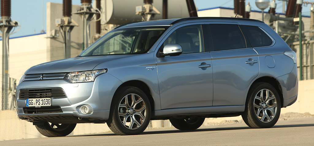 mitsubishi outlander phev le suv hybride rechargeable. Black Bedroom Furniture Sets. Home Design Ideas