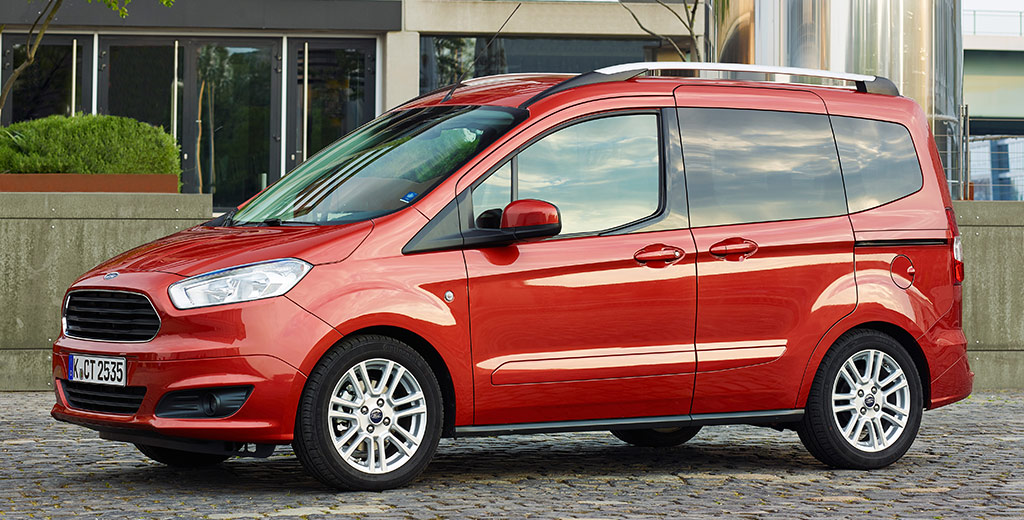 ford tourneo courier beaucoup de place pour 12340 euros auto moins. Black Bedroom Furniture Sets. Home Design Ideas